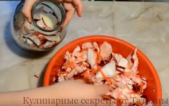 маринованная капуста со свеклой